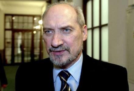 """Macierewicz uważa, że są to """"kompletne bzdury"""", fot. M. Szalast /Agencja SE/East News"""