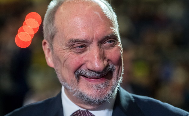 Macierewicz: W przyszłym roku decyzja w sprawie wyboru śmigłowców ofensywnych