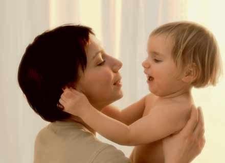 Macierzyństwo przeżywa się znacznie przyjemniej, jeśli ma się kogoś, kto doradzi, pomoże i zrozumie /INTERIA.PL