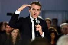 Macron będzie chciał udobruchać prezydenta Dudę i premiera Morawieckiego