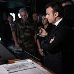 """Macron z pokładu zepsutego lotniskowca: """"Nie będziemy wasalem USA!"""""""