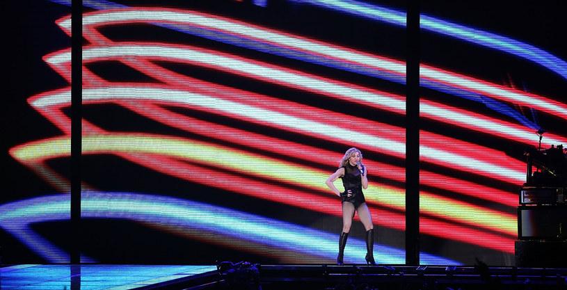 Madonna, a za nią scena jej trasy koncertowej /Johannes Simon /Getty Images
