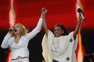 Madonna i Birhan Woldu w Londynie /AFP