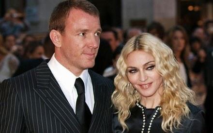 Madonna i Guy Ritchie wytoczyli najcięższe działa /AFP