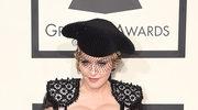 Madonna każe całować się po stopach
