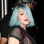 Madonna niczym nastolatka paraduje z odkrytym biustem. Tak wspiera społeczność LGBTQ+