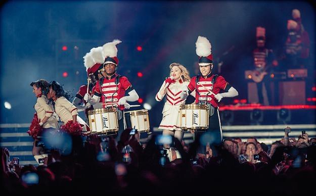 Madonna podczas koncertu w Warszawie /fot. Adam Jędrysik / jedrysik.com