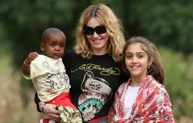Madonna z dziećmi w Malawi w 2007 roku  /Splashnews