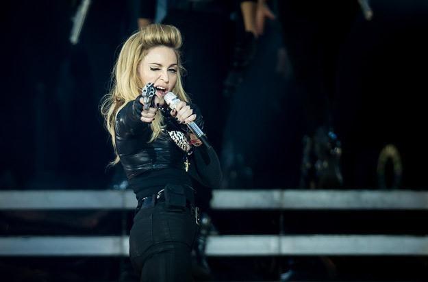 Madonny zabawy z bronią - fot. Ian Gavan /Getty Images/Flash Press Media