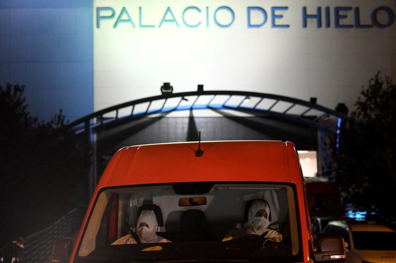 Madryt: Zmarli przewożeni są na lodowisko /AFP