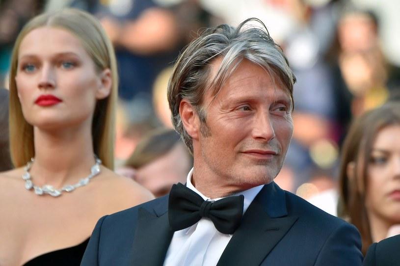 Mads Mikkelsen zastąpi Johnny'ego Deppa /LOIC VENANCE /AFP