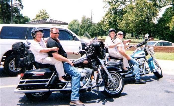 Mae i Mary na przejażdżce motocyklami w Missisipi /today.com /INTERIA.PL