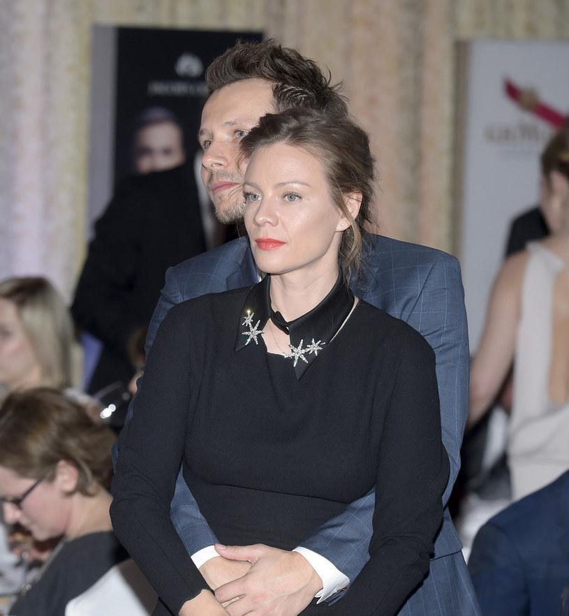 Magda Boczarska i Mateusz Banasiuk nie posiadają się z radości /Kurnikowski /AKPA