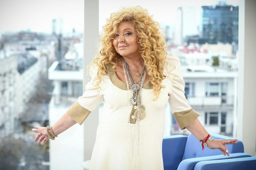 Magda Gessler wyróżnia się bujną fryzurą i ciekawymi stylizacjami /Kamil Piklikieiwcz /East News