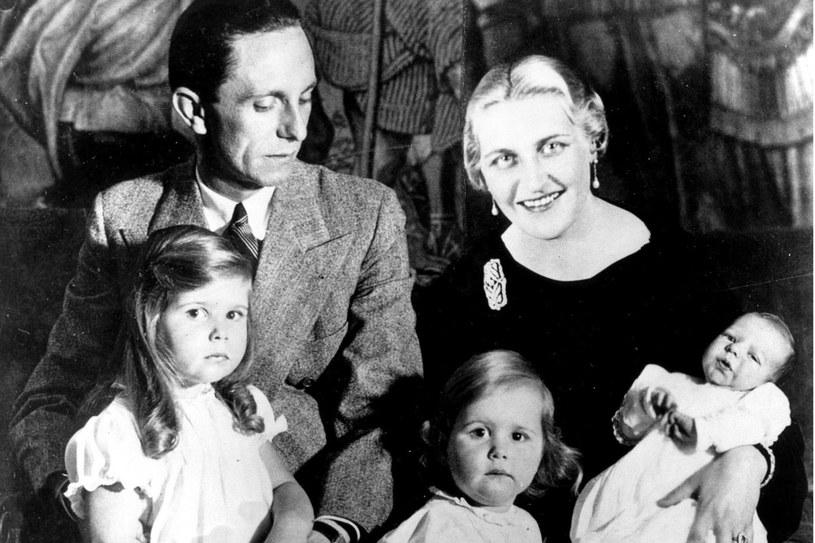 Magda Goebbels z mężem Josephem i dziećmi /East News