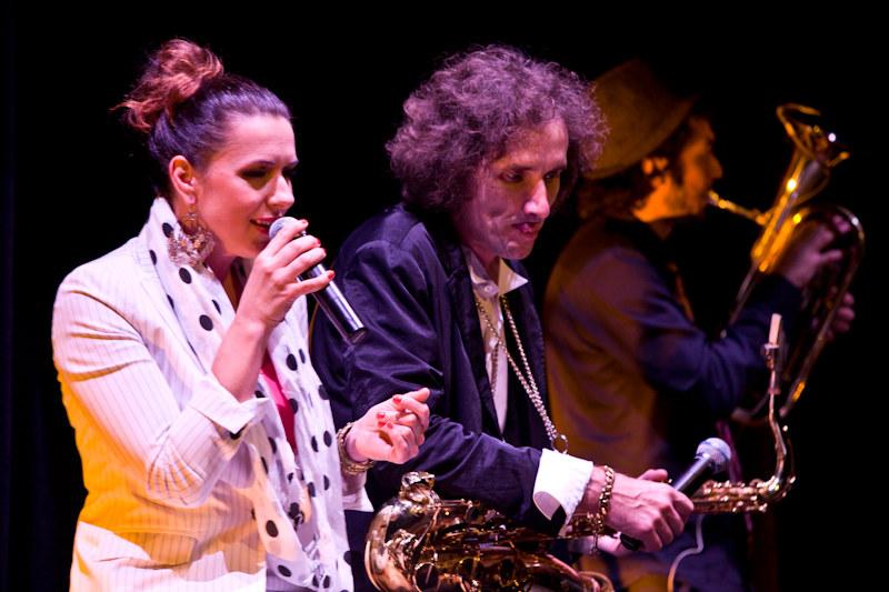 Magda Navarrete i Million Dollars Mercedes Band /materiały prasowe