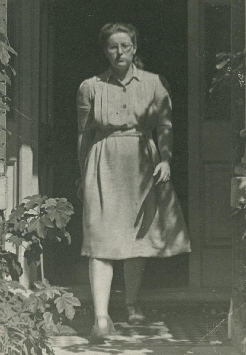 """Magda Rusinek na zdjęciu z 1948 roku. Fotografia z książki """"Wojenne dziewczyny"""" (Znak Horyzont 2017) /Ciekawostki Historyczne"""