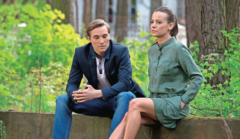 Magda zagrozi Olkowi, że odejdzie od niego na zawsze, jeśli on przyjmie pracę za granicą i wyjedzie /Agencja W. Impact