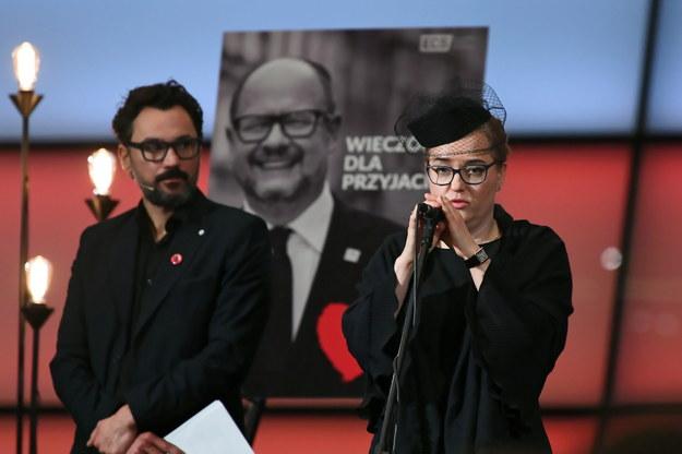 Magdalena Adamowicz podczas wieczoru wspomnień Pawła Adamowicza w Europejskim Centrum Solidarności w Gdańsku. Po lewej: aktor Piotr Jankowski / Adam Warżawa    /PAP
