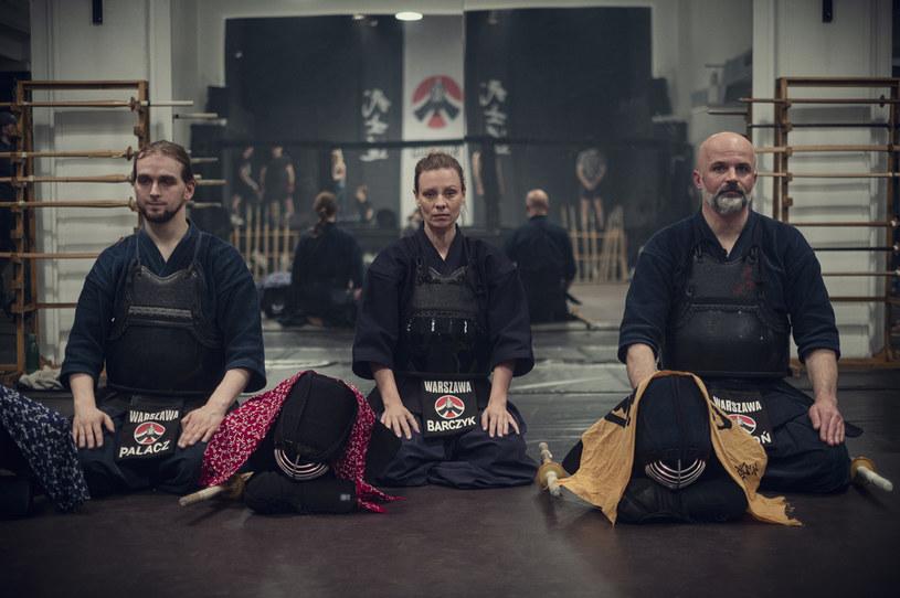 """Magdalena Boczarska (C) na planie serialu """"Zachowaj spokój"""" /Netflix /materiały prasowe"""