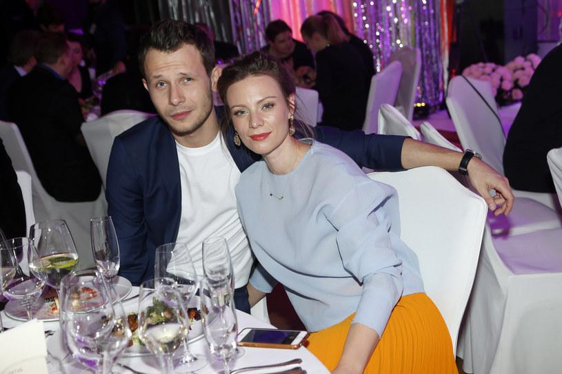 Magdalena Boczarska i Mateusz Banasiuk mają dwuletniego synka Henia /AKPA