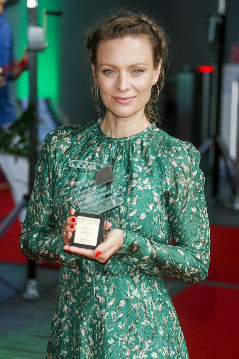 Magdalena Boczarska ze statuetką Diamentowego Klapsa Filmowego Festiwalu Kino Letnie Sopot - Zakopane 2020 /AKPA