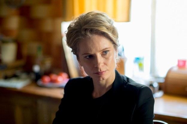 """Magdalena Cielecka gra w """"Pakcie"""" Ewę, kobietę związaną z dwoma mężczyznami z tej samej rodziny /Piotr Litwic /HBO"""