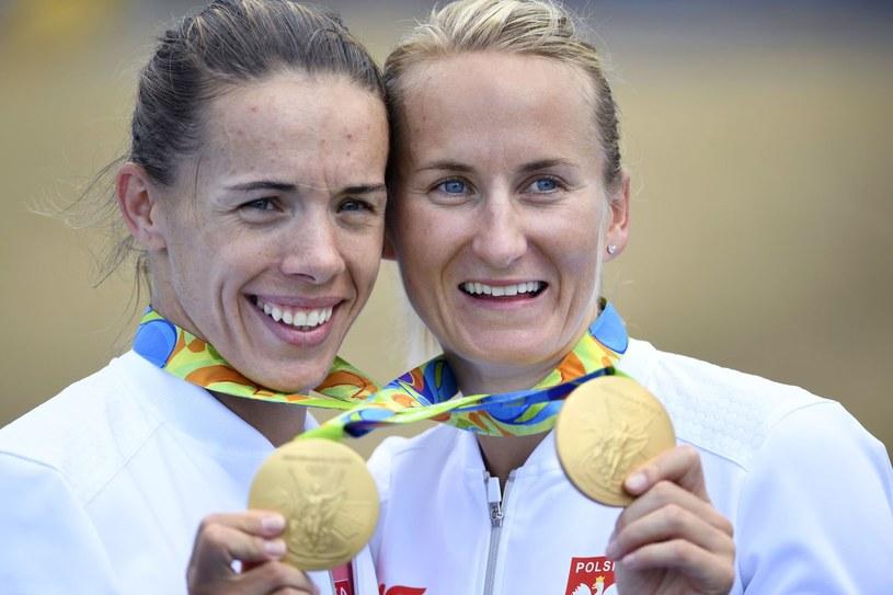 Magdalena Fularczyk-Kozłowska i Natalia Madaj ze złotymi medalami /AFP