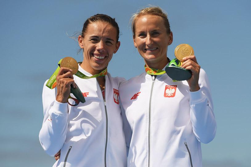 Magdalena Fularczyk-Kozłowska (z lewej) i Natalia Madaj ze złotymi medalami /Matthias Hangst /Getty Images
