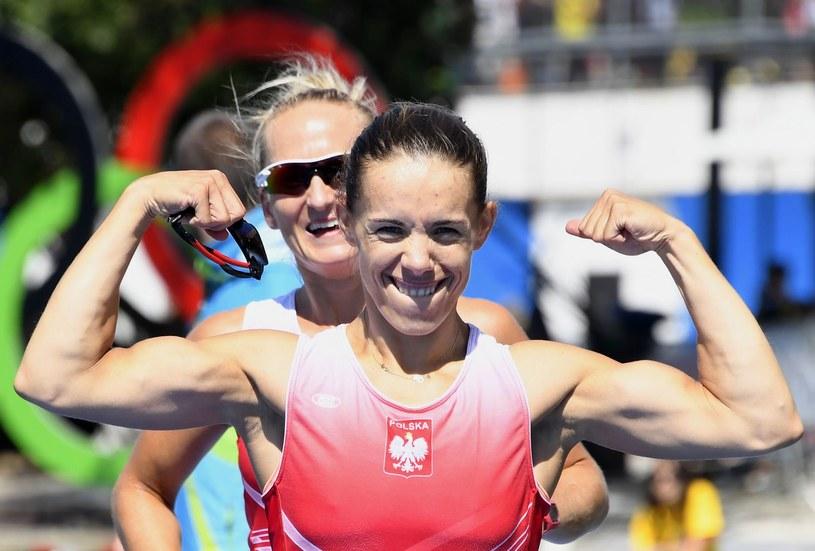 Magdalena Fularczyk-Kozłowska, z tyłu Natalia Madaj, podczas igrzysk w Rio /AFP
