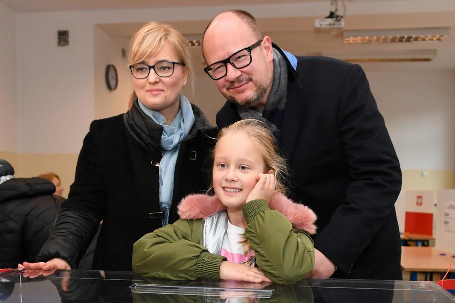 Magdalena i Paweł Adamowiczowie z córką Teresą (zdj. arch.) / Adam Warżawa    /PAP