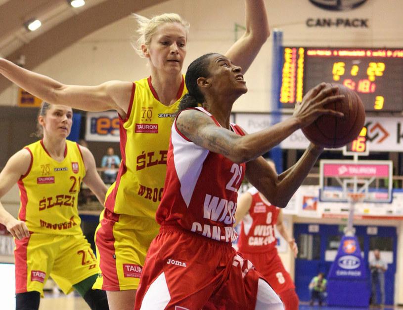 Magdalena Leciejewska (na żółto) i Yvonne Turner /Stanisław Rozpędzik /PAP