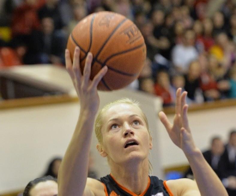Magdalena Leciejewska (P) z CCC Polkowice /Jacek Bednarczyk /PAP