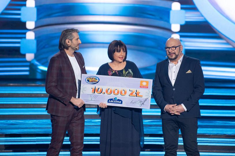 Magdalena Narożna z czekiem na 10 tysięcy złotych /Polsat