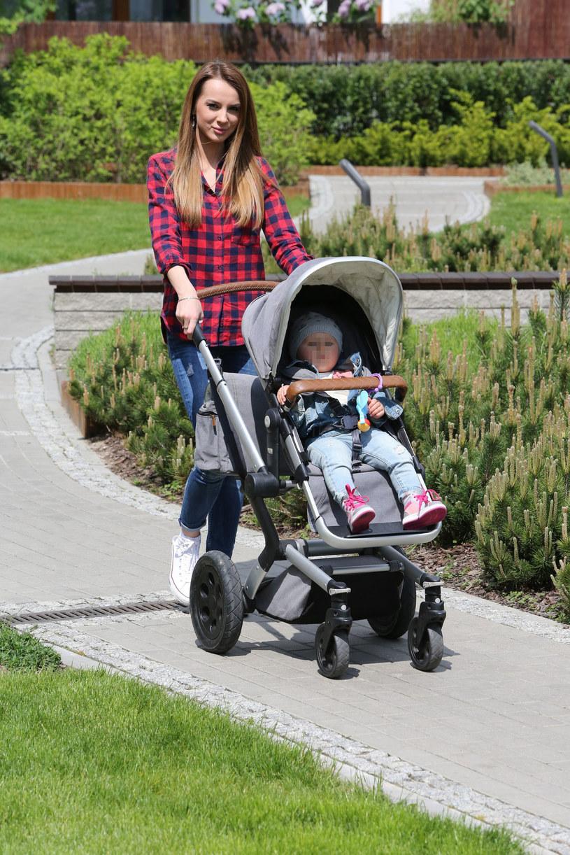 Magdalena Radomska z córką Zuzią /East News