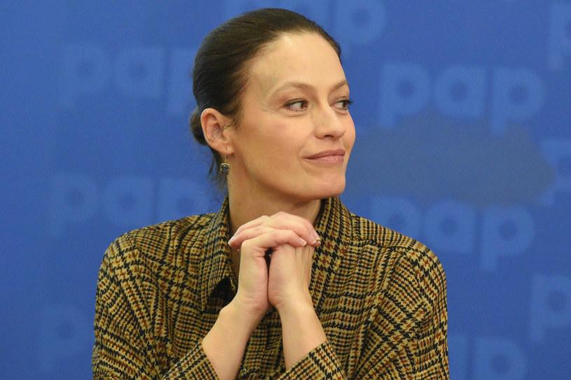 Magdalena Różczka postanowiła pomóc dzieciom czekającym na adopcję /Tricolors /East News