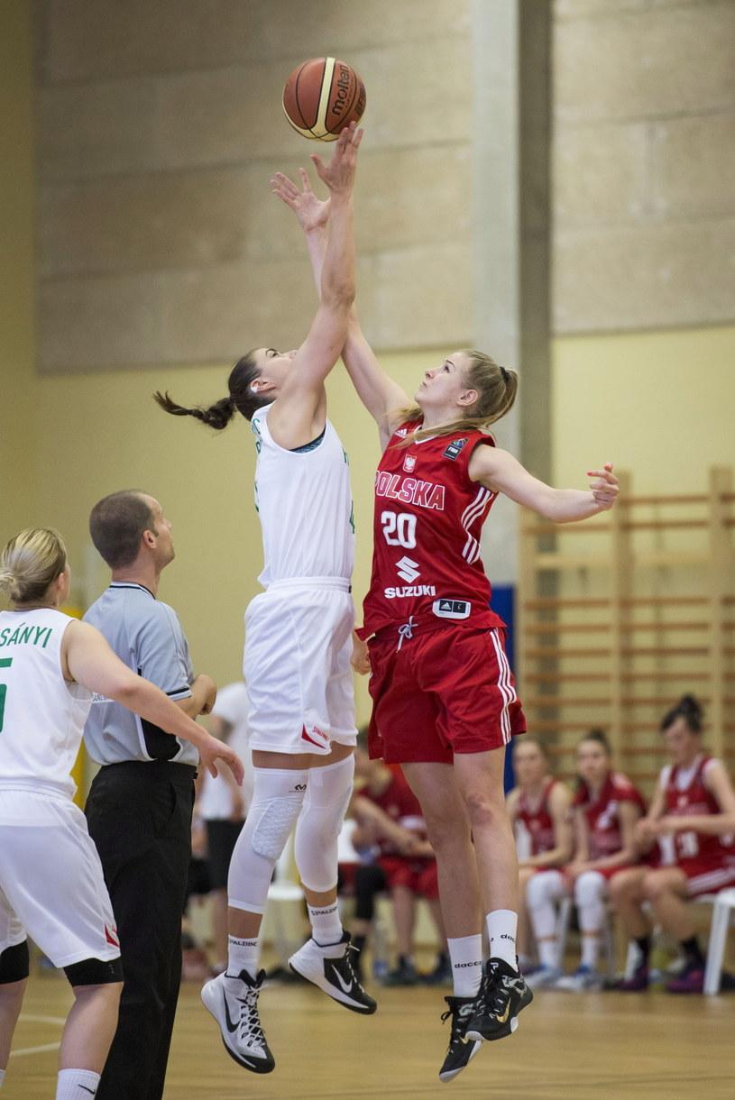 Magdalena Szajtauer (P) i Tijana Krivacevic (L) z reprezentacji Węgier /Boglarka Bodnar /PAP