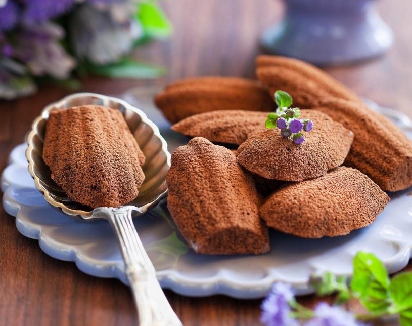 Magdalenki czekoladowe na oleju kokosowym /123RF/PICSEL