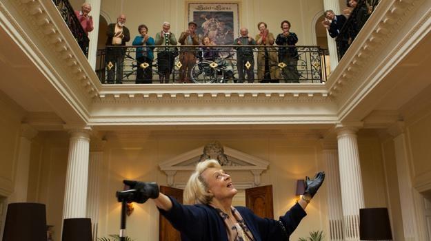 """Maggie Smith nigdy nie za wiele - aktorka w scenie z filmu """"Kwartet"""" /materiały dystrybutora"""
