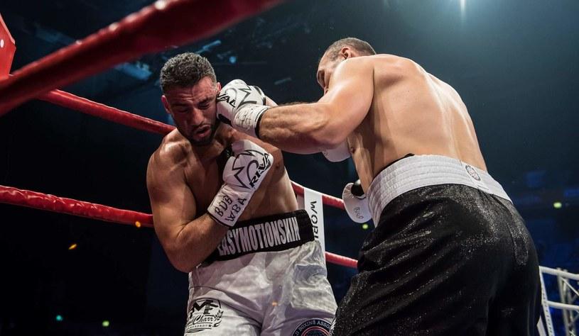 Mahmud albo Manuel Charr (z lewej) w ostatniej swojej walce z Aleksandrem Ustinowem /AFP