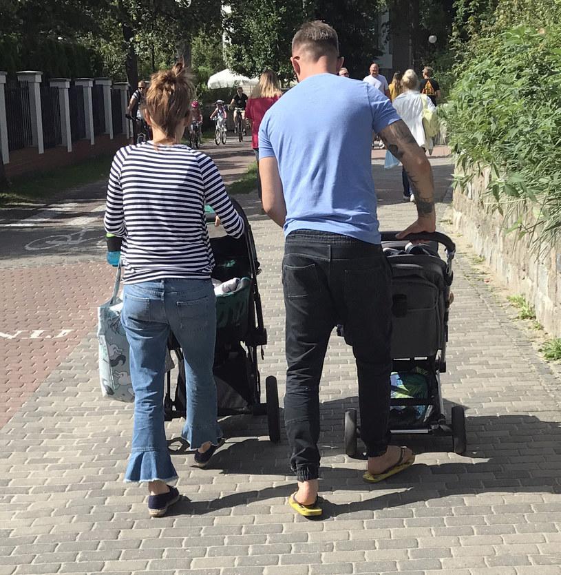 Maja Bohosiewicz z partnerem i dziećmi /Newspix