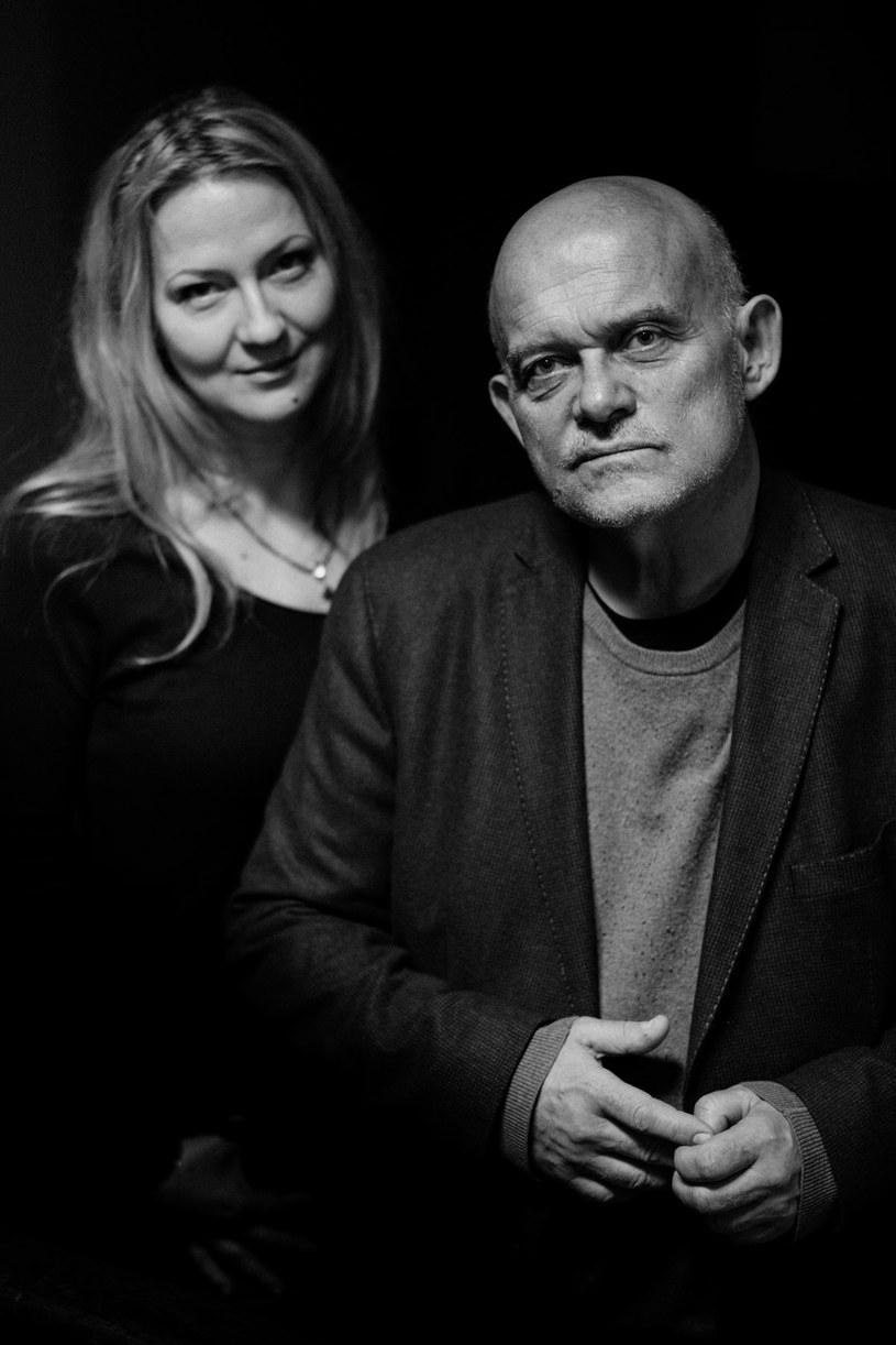 """Maja Jaszewska i Adam Ferency - autorzy książki """"Nie i tak"""" /Marek Zawadka /materiały prasowe"""