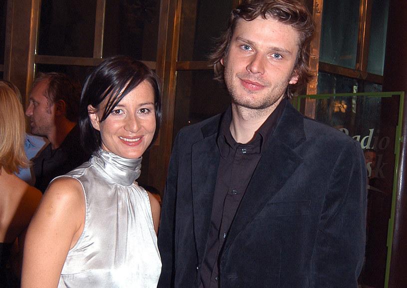 Maja Ostaszewska i Łukasz Barczyk, 2004 rok /AKPA