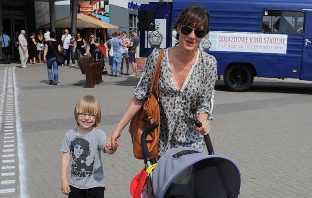 Maja Ostaszewska z Frankiem i Janką, fot. Andras Szilagyi  /MWMedia