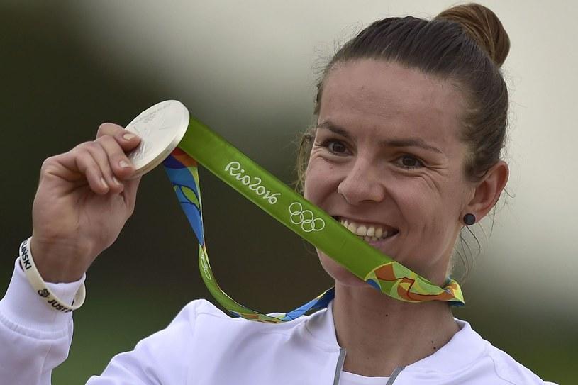 Maja Włoszczowska z medalem igrzysk olimpijskich w Rio de Janeiro /AFP