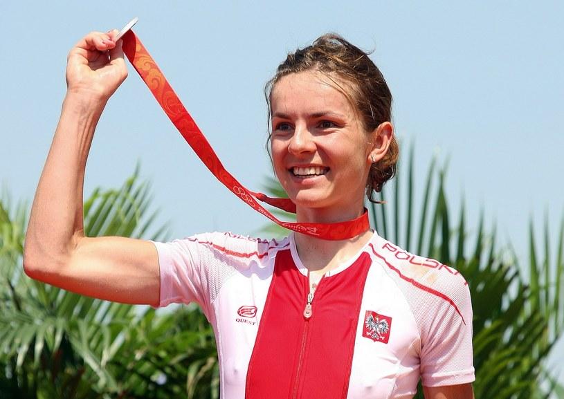 Maja Włoszczowska z medalem zdobytym w Pekinie /AFP