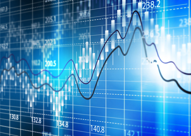 Mając 100zł można inwestować na giełdzie, jednak nie ma to większego sensu /123RF/PICSEL