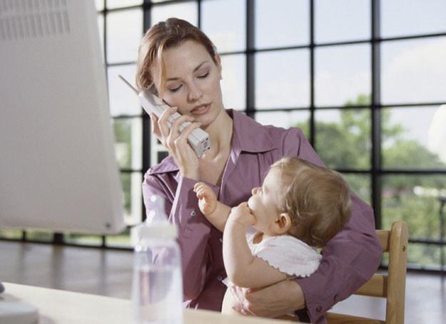 Mając w domu małe dziecko, warto pomyśleć o zabezpieczeniu okien i drzwi balkonowych specjalnymi siatkami /ThetaXstock