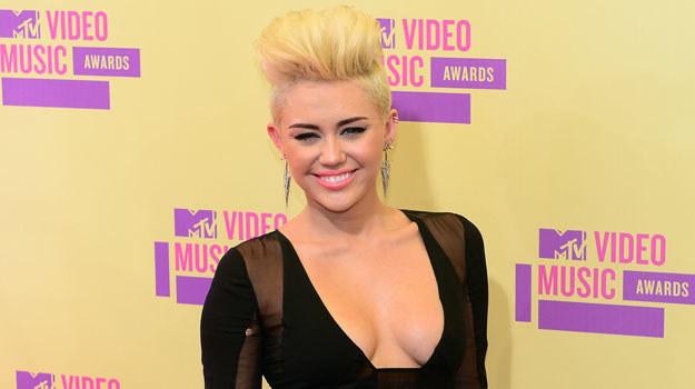 Majątek 19-letniej Miley Cyrus szacowany jest na 120 milionów dolarów /AFP