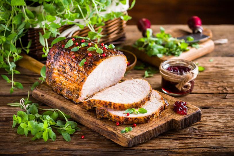 Majeranek jest idealnym dodatkiem do mięs /123RF/PICSEL